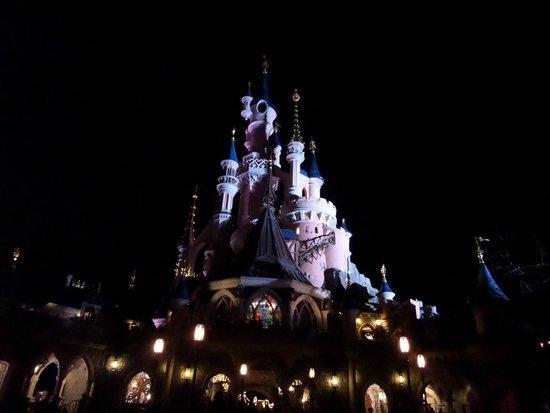 Walt Disney Studios Park: Disney castle at night
