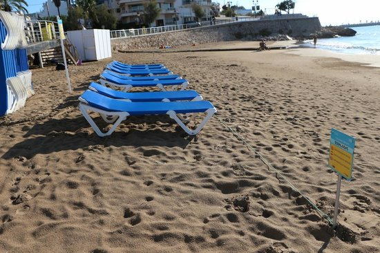 Urh Sitges Playa Hotel: beach in front of San Sebastian Playa Hotel