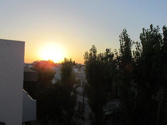 Apollon Hotel Apartments: Balcony Sunset