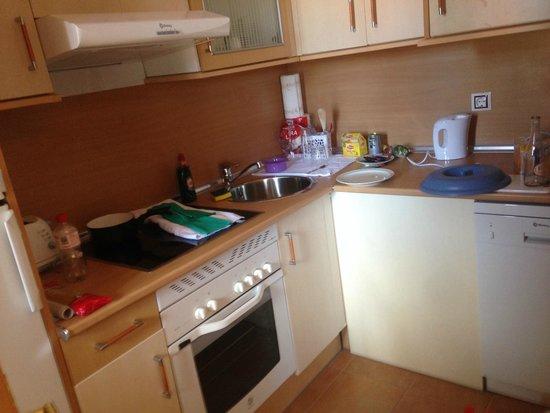 Pierre & Vacances Village Club Fuerteventura Origo Mare: Kitchen - very small but well equipped.