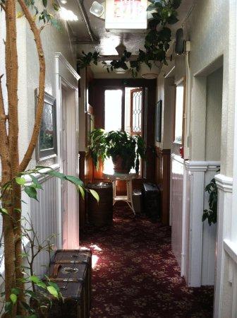 San Remo Hotel : hallway