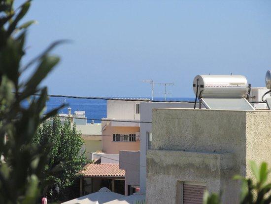 Apollon Hotel Apartments: Balcony