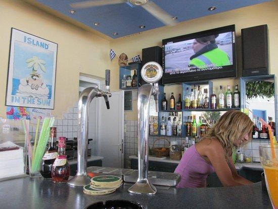 Apollon Hotel Apartments: Bar