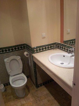 Ibis Marrakech Centre Gare: Toilet/sink