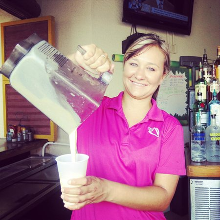 Pink Shell Beach Resort & Marina : Blended drinks from Bongo's Beach Bar & Grill