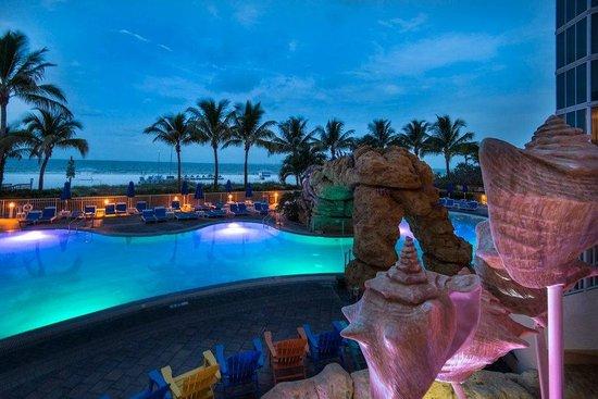 Pink Shell Beach Resort & Marina : A beautiful view both day and night