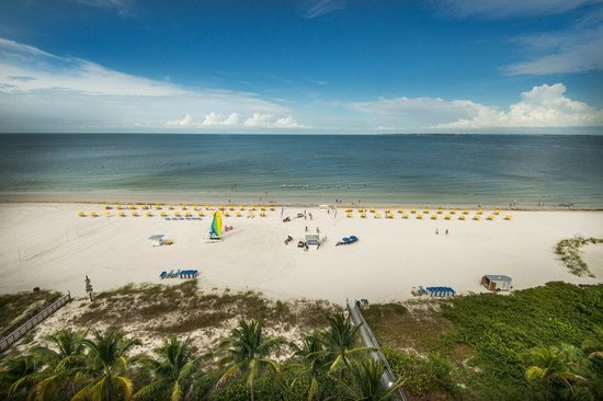 Pink Shell Beach Resort & Marina : A beach view from every room