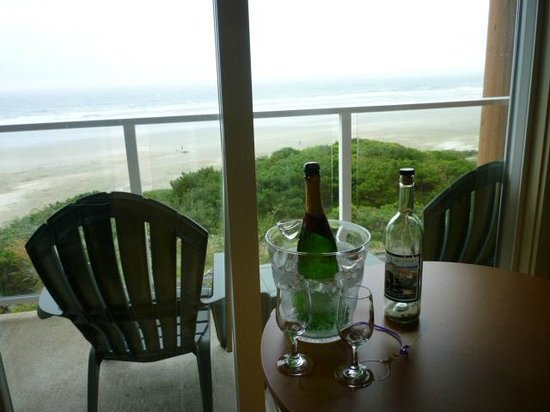 Hallmark Resort: balcony with complimentary anniversary champagne