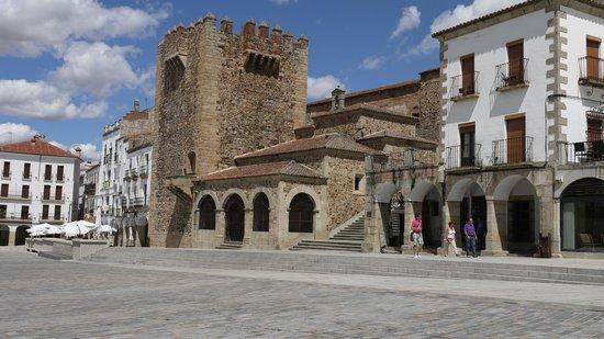 Parador de Caceres: Old Town Square