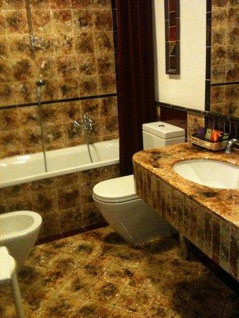 Hotel Berchielli: badkamer