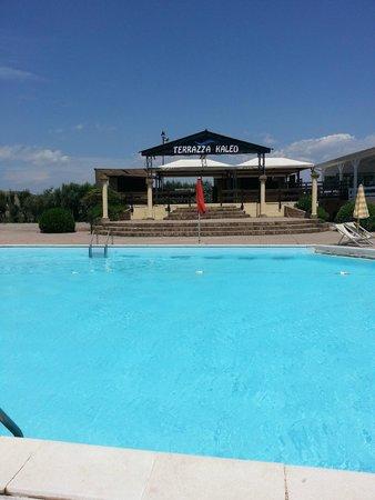 Porto Kaleo Villaggio: Vista della piscina grande