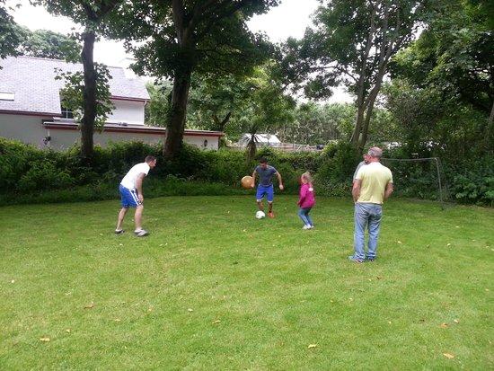 Kionslieu Farm Cottages: Large area for ball games