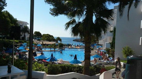 Inturotel Esmeralda Park: pool area overlooking the beach
