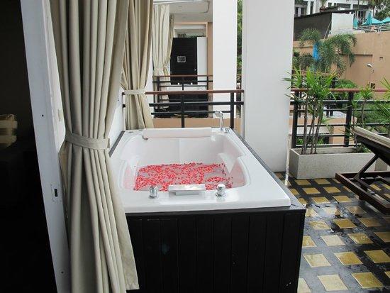 Mantra Samui Resort: Vasca idromassaggio in terrazza