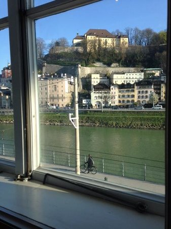 Radisson Blu Hotel Altstadt, Salzburg: View from breakfast room