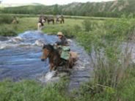 Temma Trekking Camp: トレッキングの際の川にて
