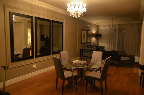 Cape Royale Luxury Hotel : Our Suite lounge dinning area
