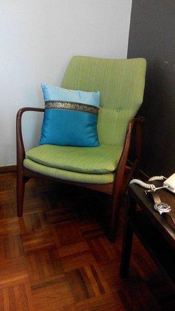 Baan Silom Soi 3: Kursi yang bagus, sayang di Indo tidak ada yg jual :(