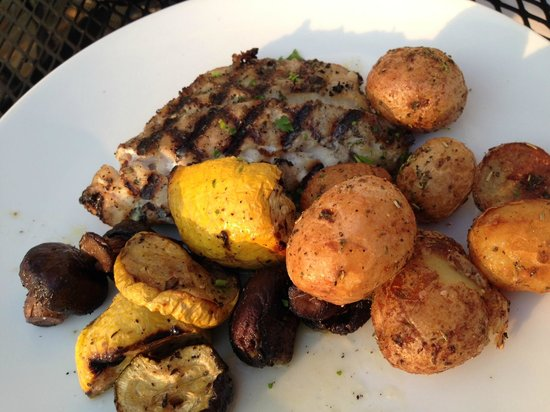 Capt. Pete's Seafood Restaurant: Grilled grouper and vegetables