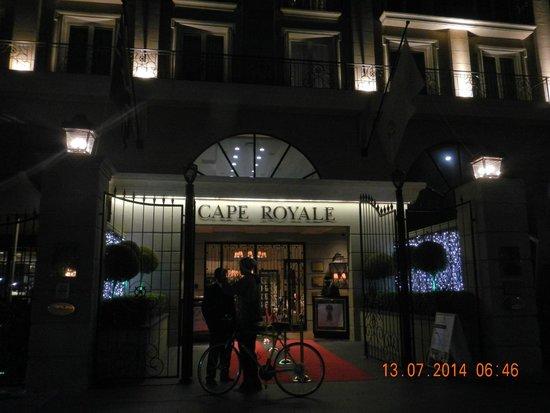 Cape Royale Luxury Hotel : Royale Hotel Entrance at night