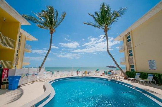 Sandpiper Gulf Resort : Pool and beach view