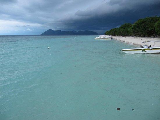 Pom Pom Island Resort & Spa : Sporcizia dal mare