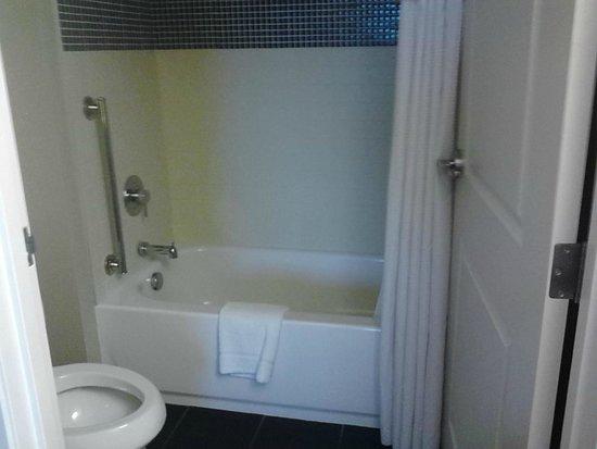 Staybridge Suites Bowling Green: Bathroom