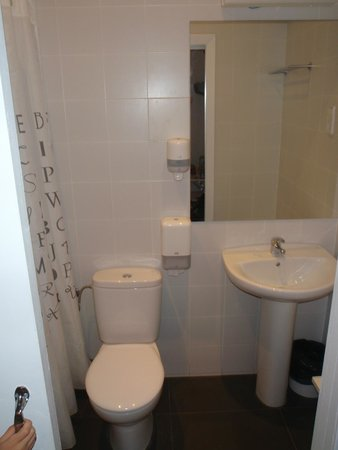 Hostalet Barcelona: Bathroom