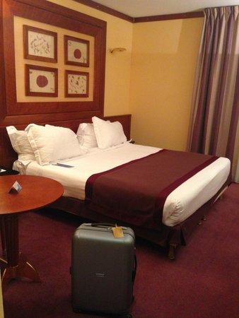 Radisson Blu Hotel, Paris Charles de Gaulle Airport: Кровать