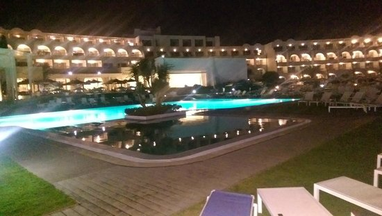 SENTIDO Le Sultan: ppol at night
