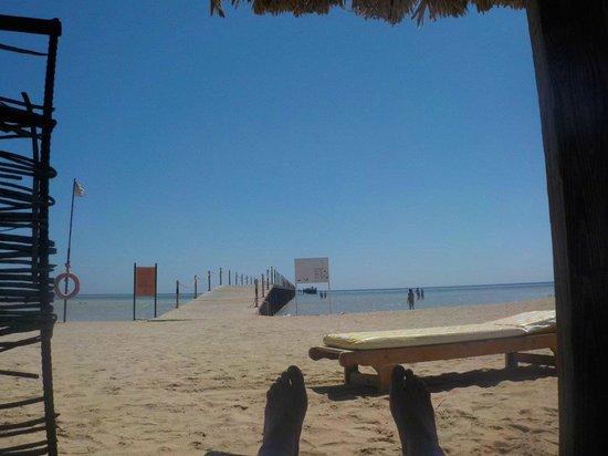 Magic Tulip Beach Resort : Ombrelloni sulla spiaggia