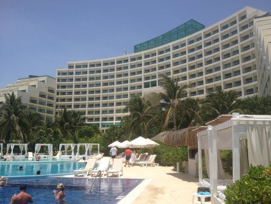 Live Aqua Beach Resort Cancun: View of the hotel from the pool/beach area.