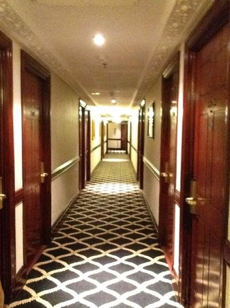 Britannia International Hotel : Floor 11 Corridor
