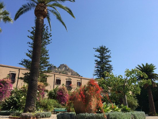 San Domenico Palace Hotel: the hotel from the garden
