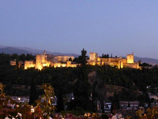 Mirador de San Nicolás: Alhambra - vista notturna dal mirador de San Nicolas