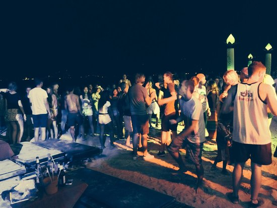 Ark Bar Beach Resort : Party time at ARK BAR