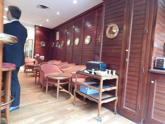 Hotel La Perle: bar