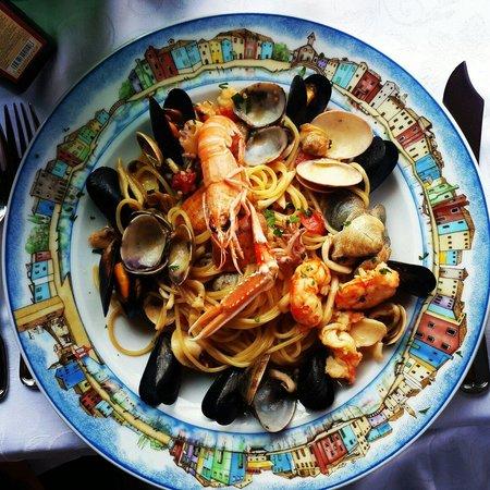 Al Gatto Nero Da Ruggero : Spaghetti with seafood