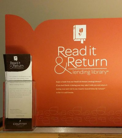 Country Inn & Suites By Carlson, Davenport: Love the lending library!