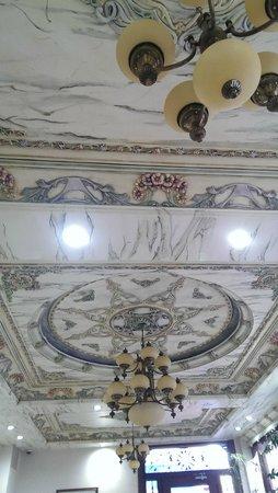 Basileus Hotel: Hotel reception - beautiful ceiling.