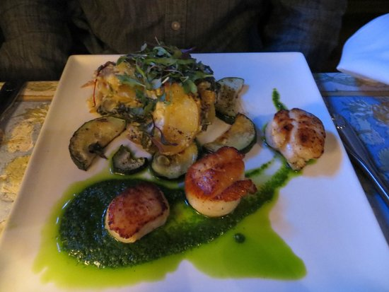 Roost Cafe and Bistro: scallops with potato gratin