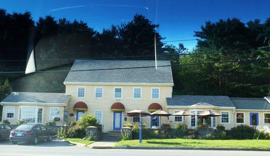 Kedy's Inlet: Full restaurant view