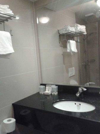 Tulip Inn Amsterdam Centre: Bathroom