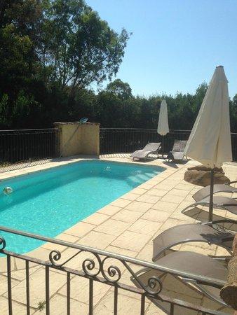 Rocca Rossa B&B : piscine