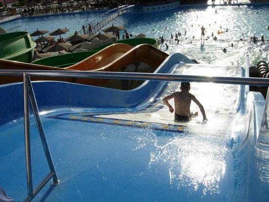 Golden 5 Paradise Resort: аквапарк горки