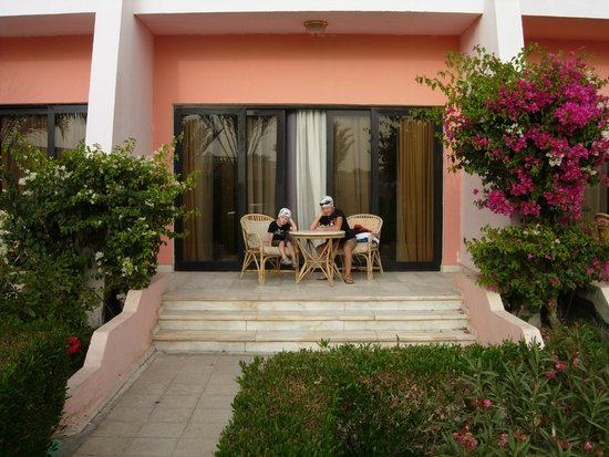 Golden 5 Paradise Resort: наш номер зона отдыха