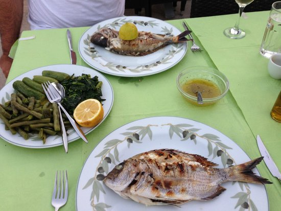 Thalami: Season vegetables and grilled gilt-head sea-bream