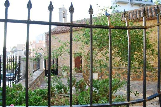 Mantraki Apartments: Eglise