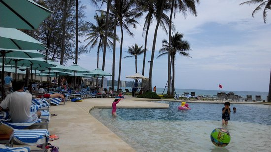 Outrigger Laguna Phuket Beach Resort: pool and sea view