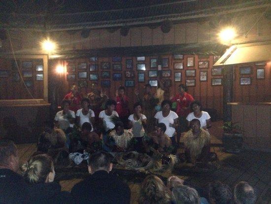 Mantaray Island Resort: Staff performance for evening entertainment